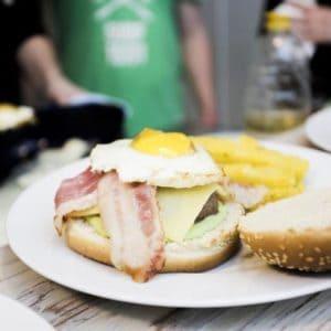 Der brasilianische Burger mit grüner Mayonnaise | All Around Burgers