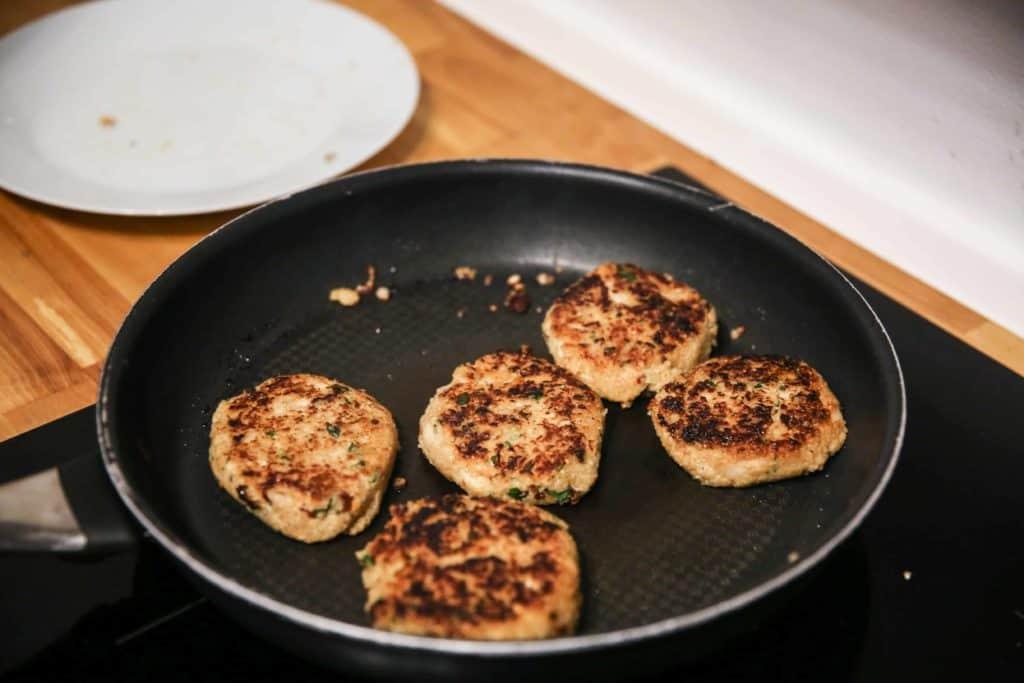 Vegetarische Patties sind bereit zum Essen | All Around Burgers
