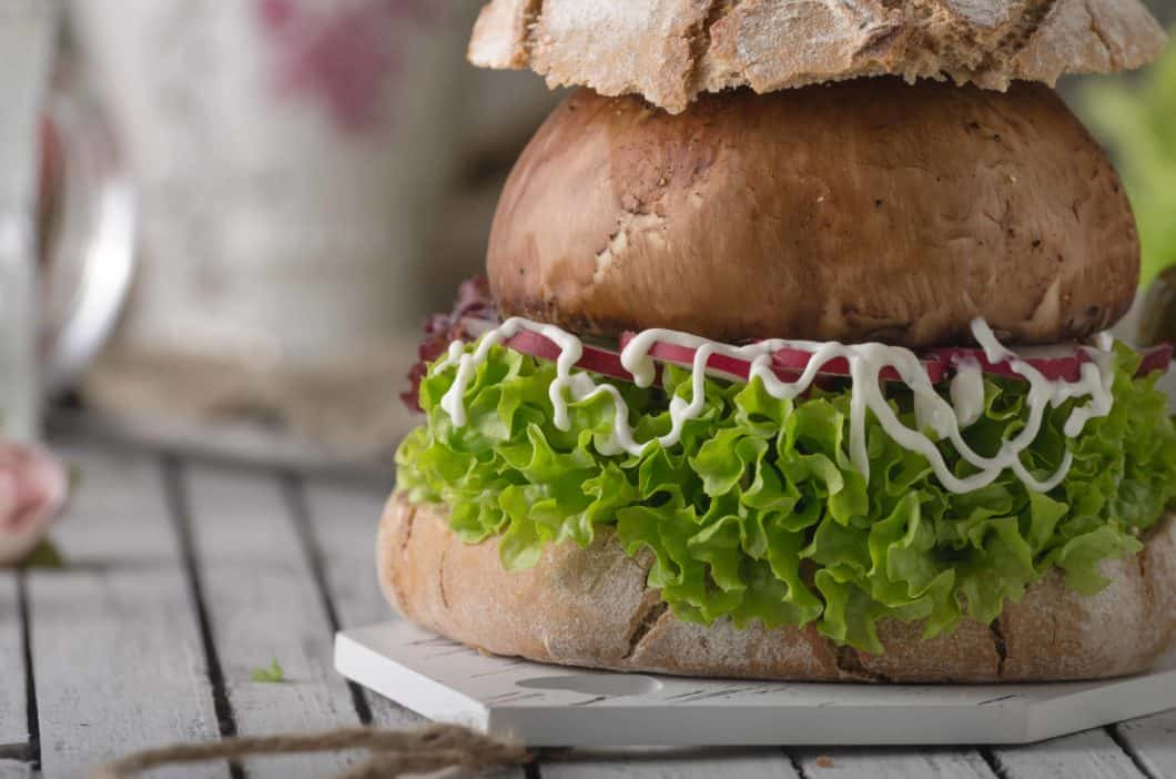 Paläo Burger mit Champignons Buns | All Around Burgers
