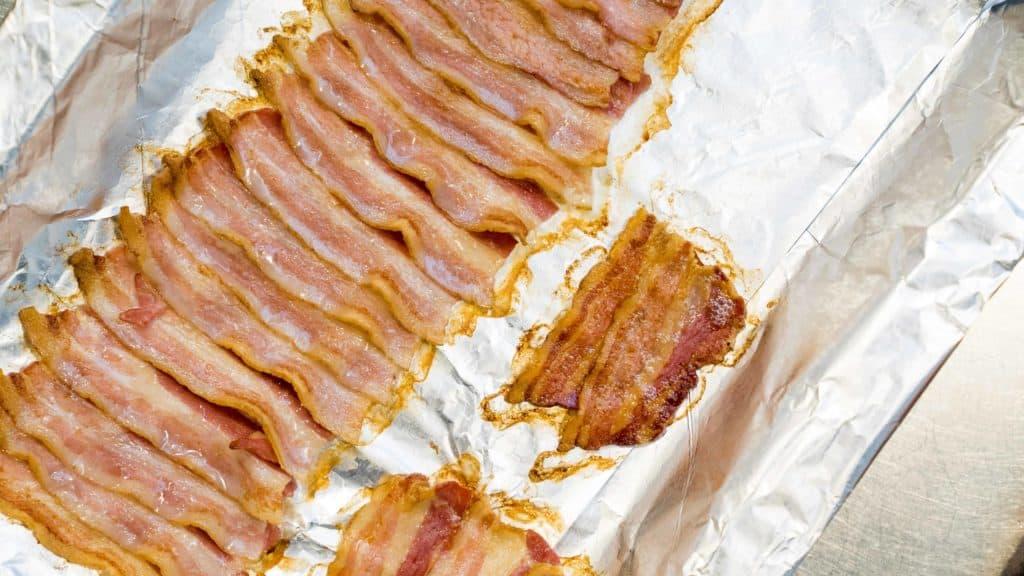 Bacon Scheibe nebeneinander ausrichten   All Around Burgers