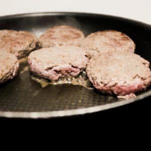 Hausgemachte Burger-Patties | All Around Burgers