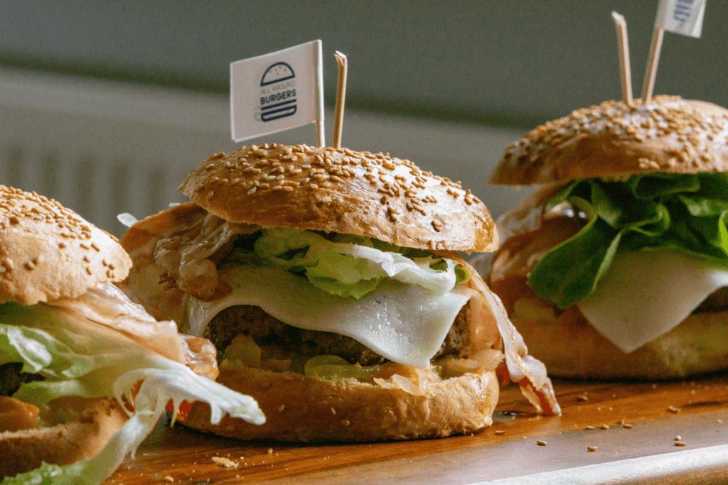 montage gourmet burger aprikosen ingwer bourbon bacon minz almond | All Around Burgers
