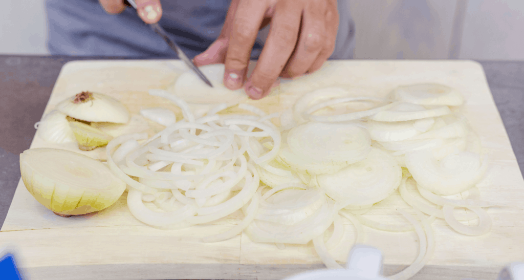 Richtig-Zwiebeln-schneiden