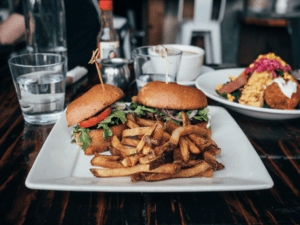 burger mit pommes am burger gourmet restaurant | All Around Burgers